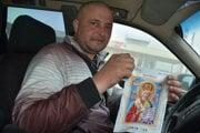 Ukrajinec Vitalij Matjovka počas choroby v sebe objavil talent vo vyšívaní.