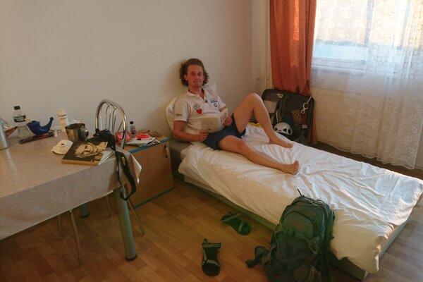 Adam Brodanský absolvuje 14-dňovú karanténu v štátnej ubytovni pri Gabčíkove.