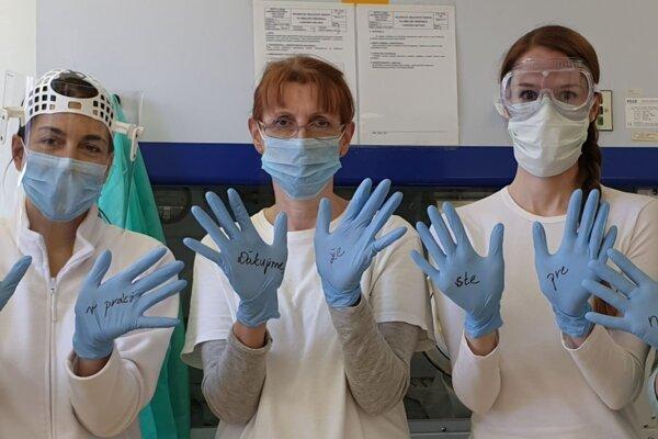 Kolektív oddelenia lekárskej mikrobiológie RÚVZ v Banskej Bystrici.