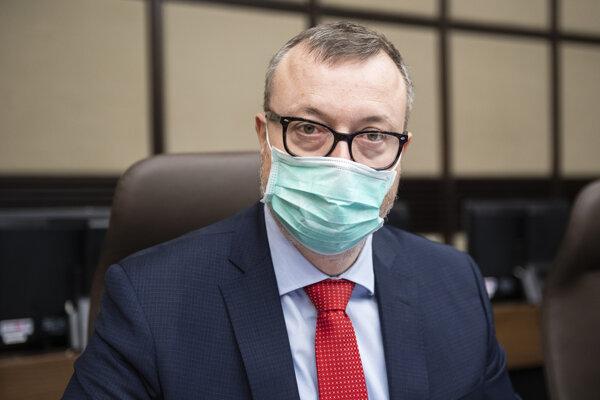Minister práce, sociálnych vecí a rodiny SR Milan Krajniak (Sme rodina) počas 4. rokovania vlády SR v Bratislave 25. marca 2020.