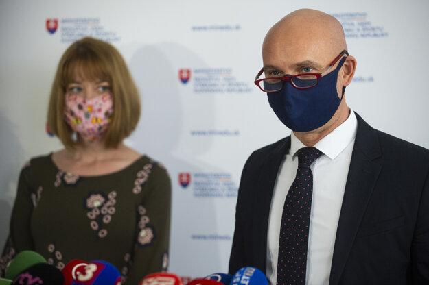 Minister školstva Branislav Gröhling na stredajšej tlačovej konferencii.