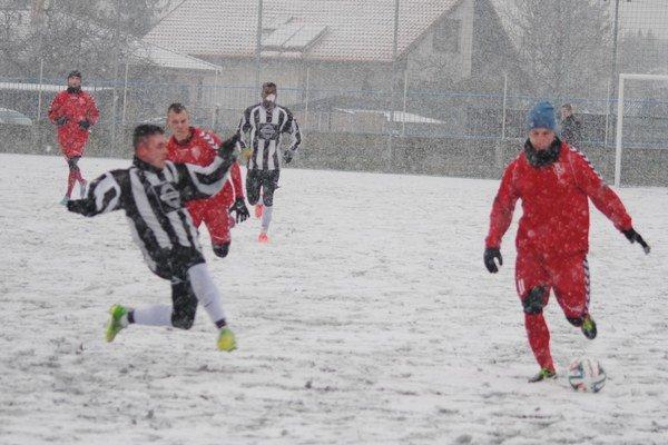 Počasie niektoré plánované prípravné zápasy zrušilo.
