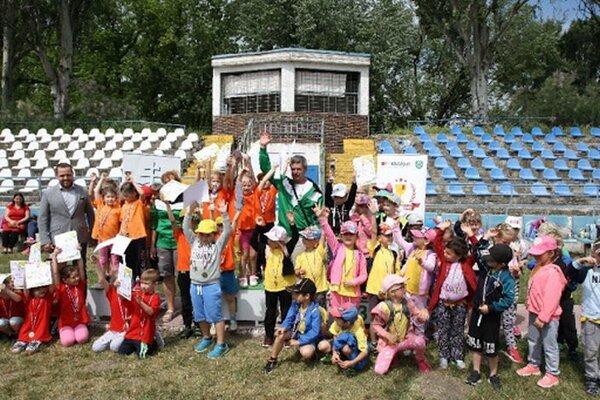 Radosť víťazov na Detskej novozámockej olympiáde.