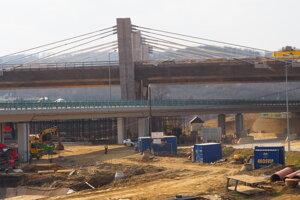 Výstavba diaľničného obchvatu Prešova bola pre nový koronavírus zastavená.