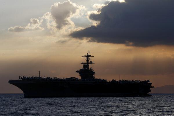 Lietadlová loď USS Theodore Roosevelt (CVN-71).