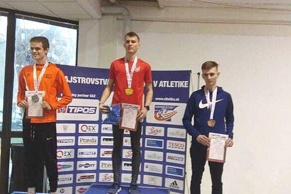 Bronzový Adam Janíček z BK Lysá (vpravo).
