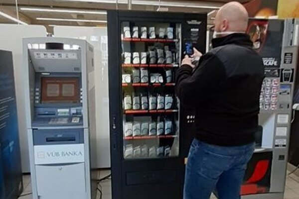 Automat na rúška v Kežmarku.