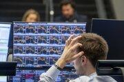Pre šíriaci sa koronavírus momentálne akciové trhy zaznamenávajú prepady. Straty sa rátajú v desiatkach percent.