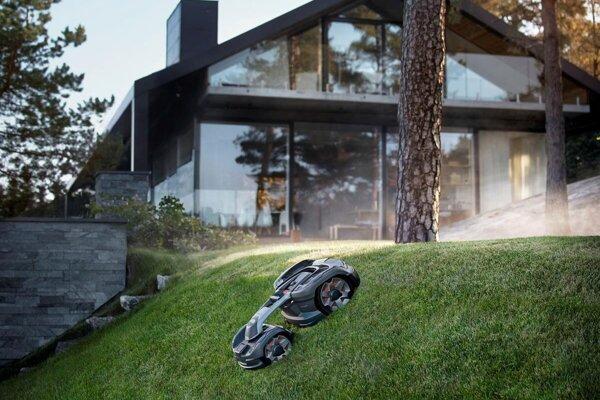 Robotická kosačka Husqvarna Automower® chodí po ploche v náhodných vzoroch, čím zaručuje ideálny rast trávy.