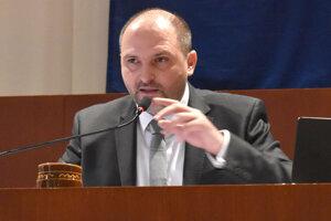 Primátor Košíc Jaroslav Polaček spadol z 5645 eur na 4032, teda o 1600 eur.