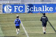 Aj futbalisti FC Schalke trénujú v prísnom režime.