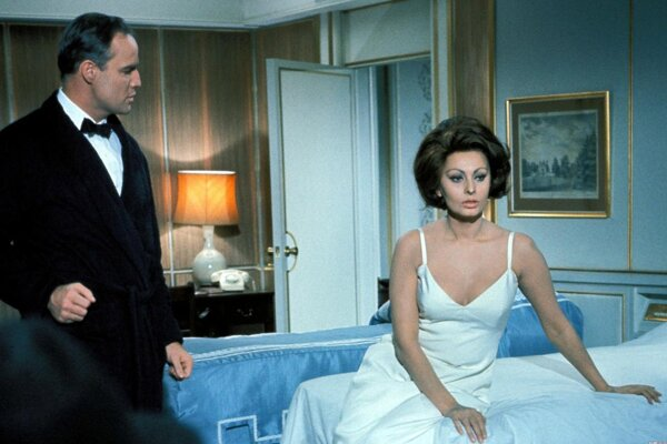 Projekt Dokonalé zlyhania uvedie aj romantickú komediálnu drámu Charlieho Chaplina Grófka z Hongkongu (1967) s Marlonom Brandom a Sophiou Lorenovou,