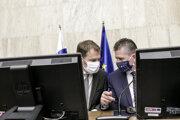 Sprava minister vnútra SR Roman Mikulec a predseda vlády SR Igor Matovič počas rokovania 8. schôdze vlády SR.