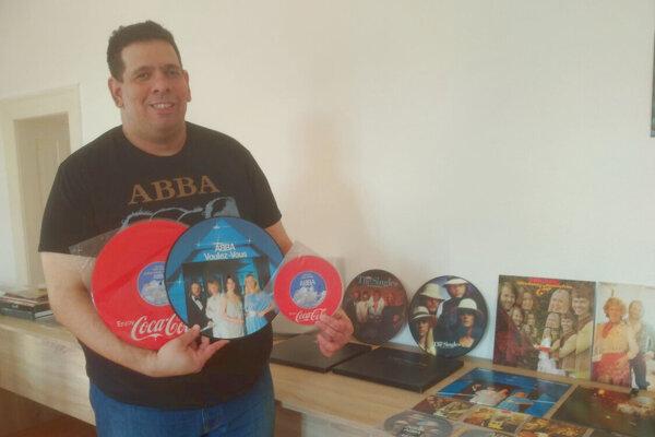 Levičan Radoslav Tóth má doma slušnú zbierku nosičov skupín ABBA a Boney M.
