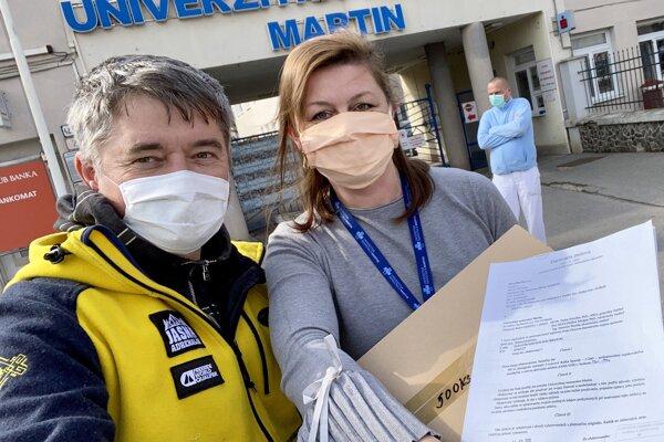 Rúška darovali aj nemocnici vMartine.