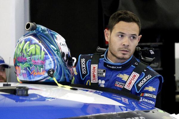Pretekár seriálu NASCAR Kyle Larson.