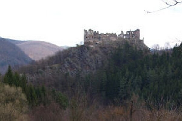 Šášov počas druhej svetovej vojny ostreľovali z protiľahlého kopca.