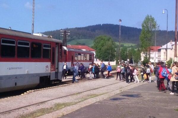 Cestujúci budú musieť presedlať na autobusovú dopravu.