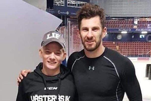 Martin Benko so slovenským hokejovým reprezentantom Marekom Hrivíkom, ktorý v aktuálnej sezóne obliekal dres švédskeho Leksands IF.