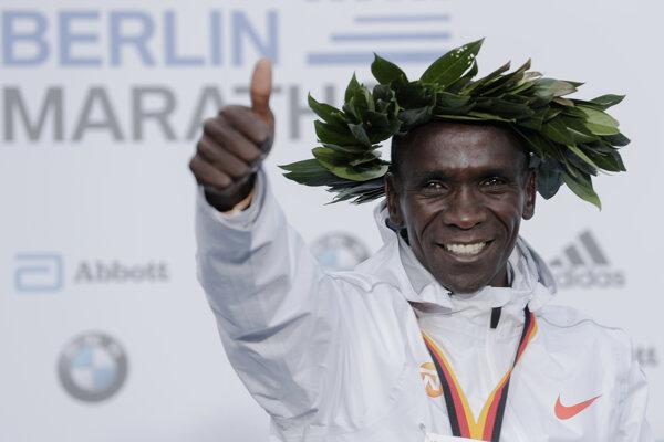 Keňan Eliud Kipchoge zabehol v Berlíne v roku 2018 svetový rekord (2:01:39 h).