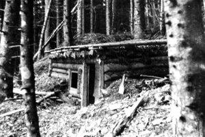 Partizánsky bunker v doline Mlynná pri Brezne.