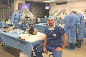 Kurz Európskej asociácie neurochirurgov (EANS), Basic Cranial Approaches, Brno, Česká republika.