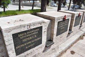 Miesto výstavby vybrali stavitelia zámerne, na tomto námestí pochovávali počas vojny mŕtvych vojakov.