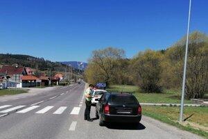 Policajti opäť zadržali viacerých podgurážených vodičov.