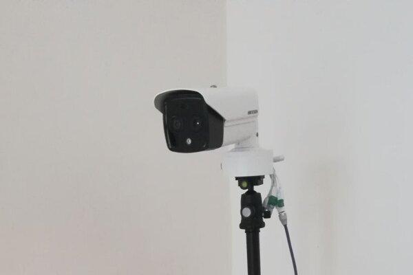 Termokamera dokáže zmerať telesnú teplotu bezkontaktne za jednu sekundu.