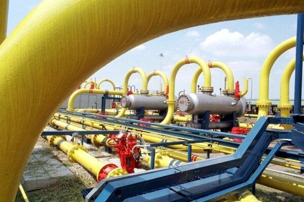 Zásobníky zemného plynu v Lábe.