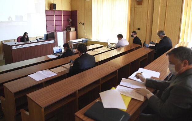 Na Univerzite veterinárskeho lekárstva a farmácie v Košiciach sa začali štátne skúšky za prísnych bezpečnostných opatrení v súvislosti s pandémiou nového koronavírusu.
