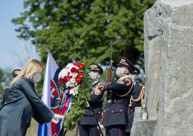 Prezidentka Zuzana Čaputová kladie veniec k Mohyle generála Milana Rastislava Štefánika pri príležitosti 101. výročia jeho tragickej smrti v Ivanke pri Dunaji.