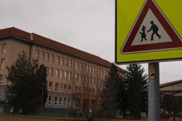 Problém by vyriešilo parkovisko, tvrdí riaditeľ Marek Baláž.
