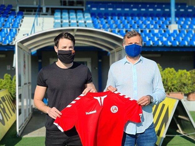 Filip Deket po podpise zmluvy v FK Senica.