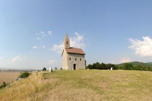 Stredoveký kostol v Dražovciach.