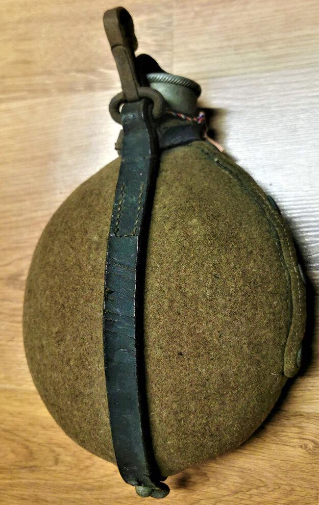 Nemecká vojenská hliníková poľná fľaša s puzdrom.