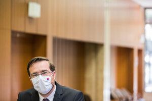 Minister Marek Krajčí čelí vánku z humna.