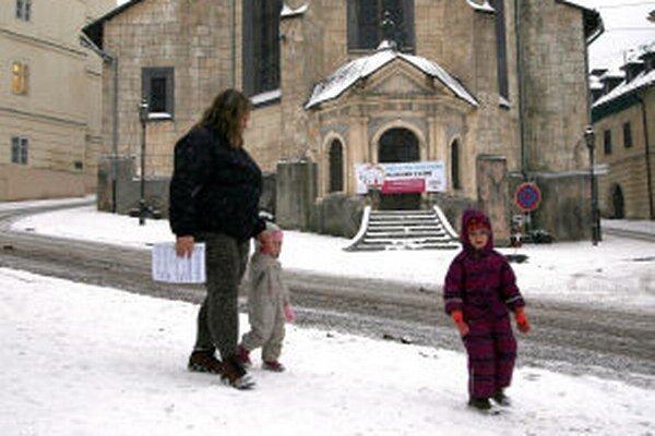 Referendová kampaň priamo na kostole.