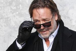 Russell Crowe hrá v trileri Vyšinutý.