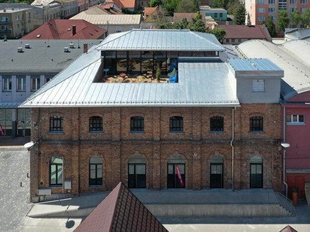 Historická budova smaltovne v Lučenci.