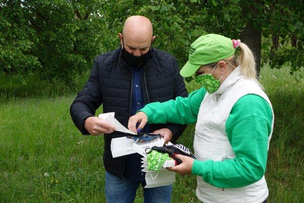 Rúška pre alergikov sú dielom Kvetoslavy Ďurčovej a Jána Kuchárika.