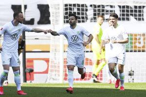 Renato Steffen z Wolfsburgu oslavuje gól.