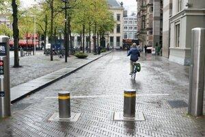 Mesto podľa pamiatkarov uvažovalo s takouto formou stĺpikov na Mierovom námestí.