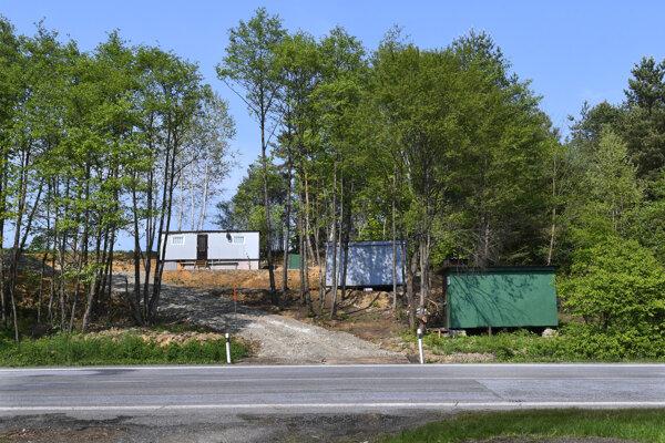 Z pozemku vodohospodárov boli stavby presunuté na súkromný.