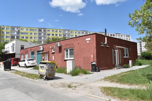 Budova na Považskej 38 bola dôvodom nespokojnosti poslancov.