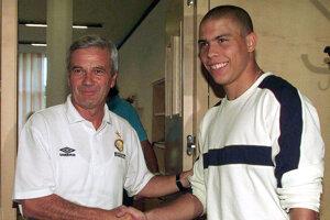 Tréner Luigi Simoni a Ronaldo v roku 1997 po príchode Brazílčana do Interu Miláno.