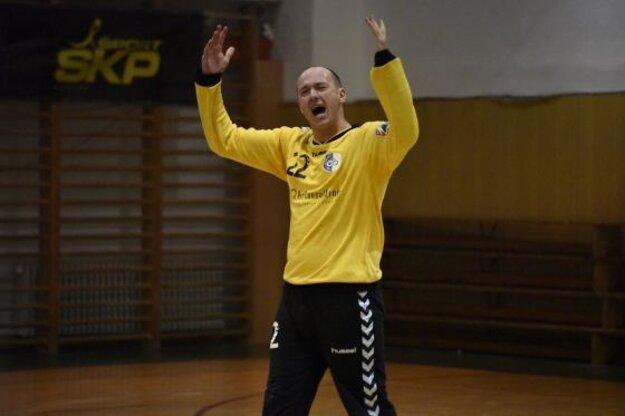 Peter Pčola ako brankár v drese ŠKP.