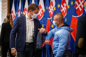 Premiér Igor Matovič a zástupca fitness centier Andrej Mozoláni.