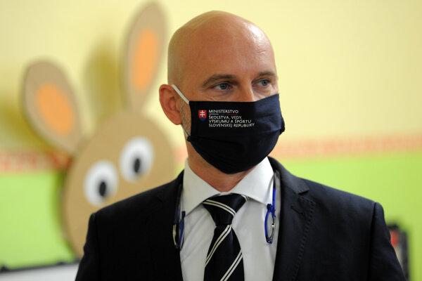 Minister školstva Branislav Gröhling.