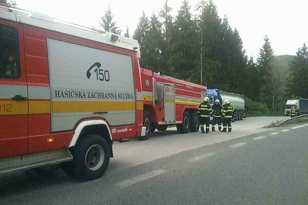 Vytekajúca kyselina zamestnala hasičov.